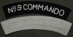 SHOULDER TITLE No 9 COMMANDO OBLOUČEK REPRO BAVLNA
